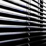 persiana preta horizontal